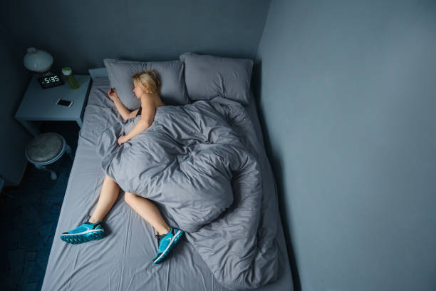 The concept the woman is too lazy to Wake up in the morning for training. The concept the woman is too lazy to Wake up in the morning for training fresh start morning stock pictures, royalty-free photos & images