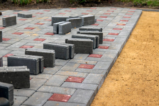 the construction of the sidewalk. gray and brown blocks on a sandy gravel foundation. - strage di capaci foto e immagini stock