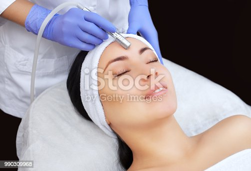 istock The cosmetologist makes the procedure Microdermabrasion of the facial skin 990309968
