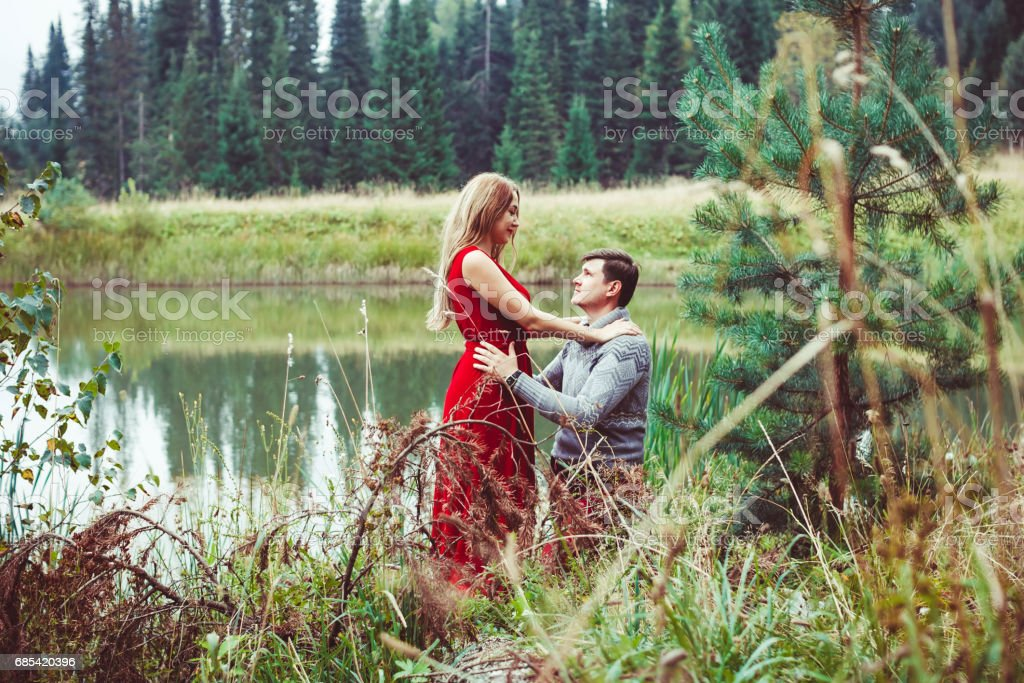 The couple is sitting by the lake foto de stock royalty-free