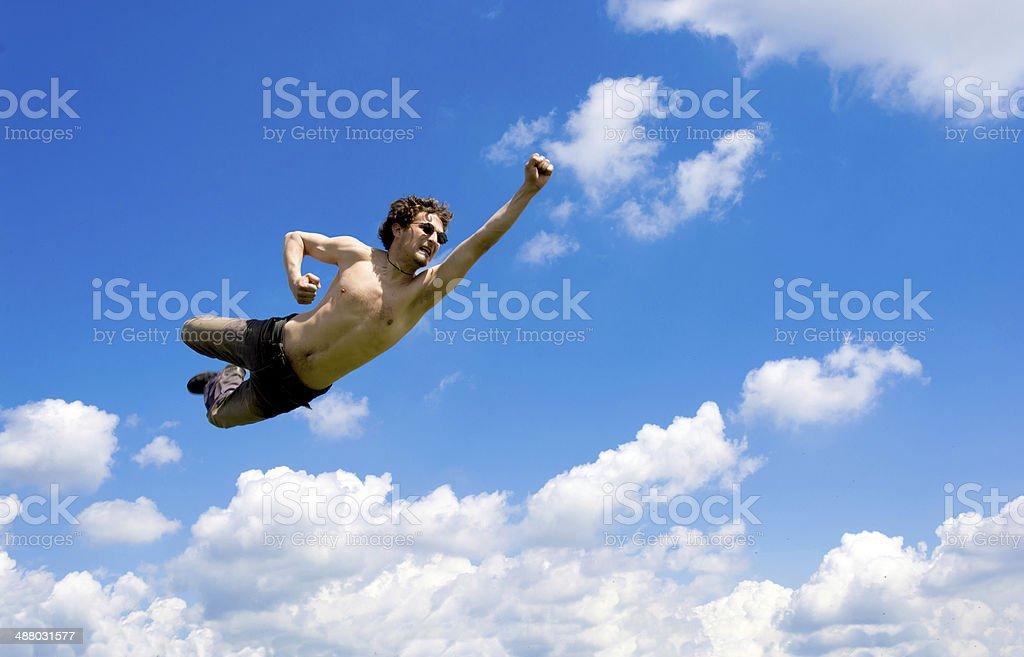 El hombre loco volando en las nubes foto de stock libre de derechos