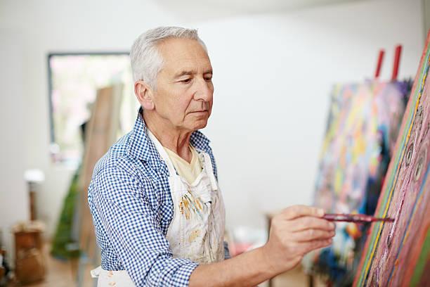 la creativa adultos es el niño que sobrevivieron - clase de arte fotografías e imágenes de stock