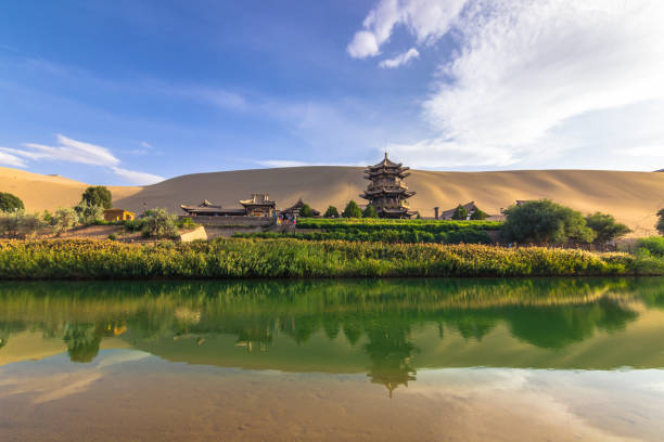Dunhuang, China - 6. August 2014: Die sichelförmige See Oase in Dunhuang, China – Foto