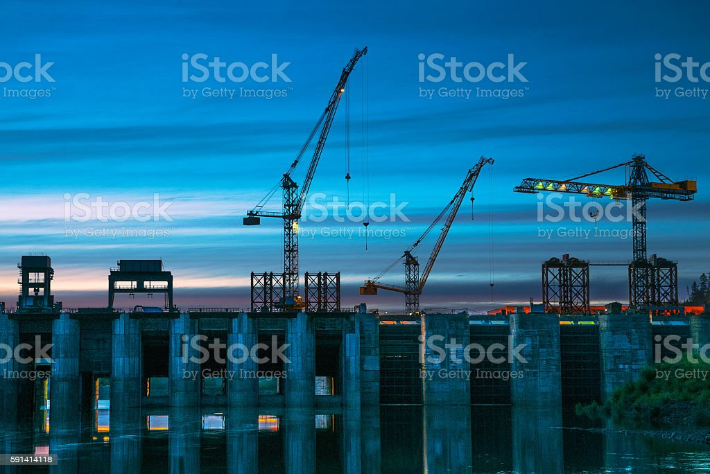 The dam, evening, construction cranes – Foto