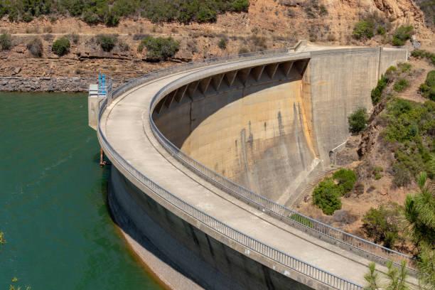 the dam on the river - fotos de barragem portugal imagens e fotografias de stock