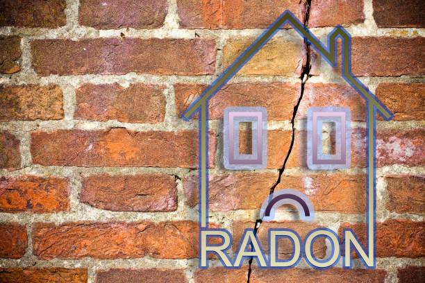 het gevaar van radongas in onze huizen - concept afbeelding met kopie ruimte - radon test stockfoto's en -beelden