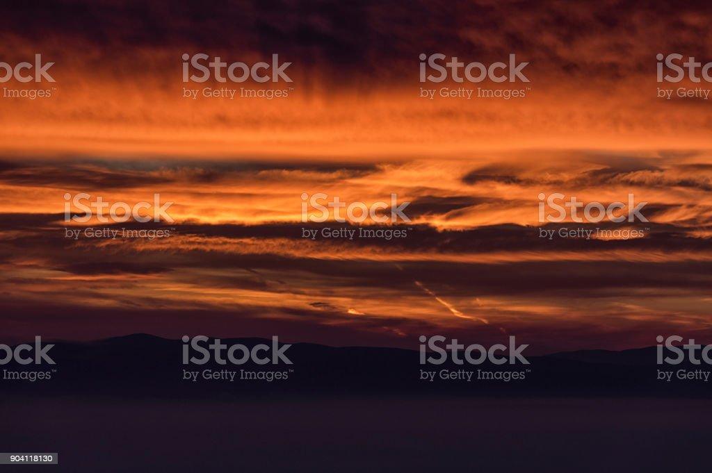 Bulutların üstünde şafak stok fotoğrafı