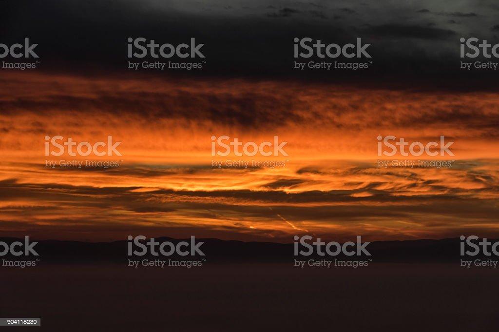 Bulutların üstünde şafak royalty-free stock photo