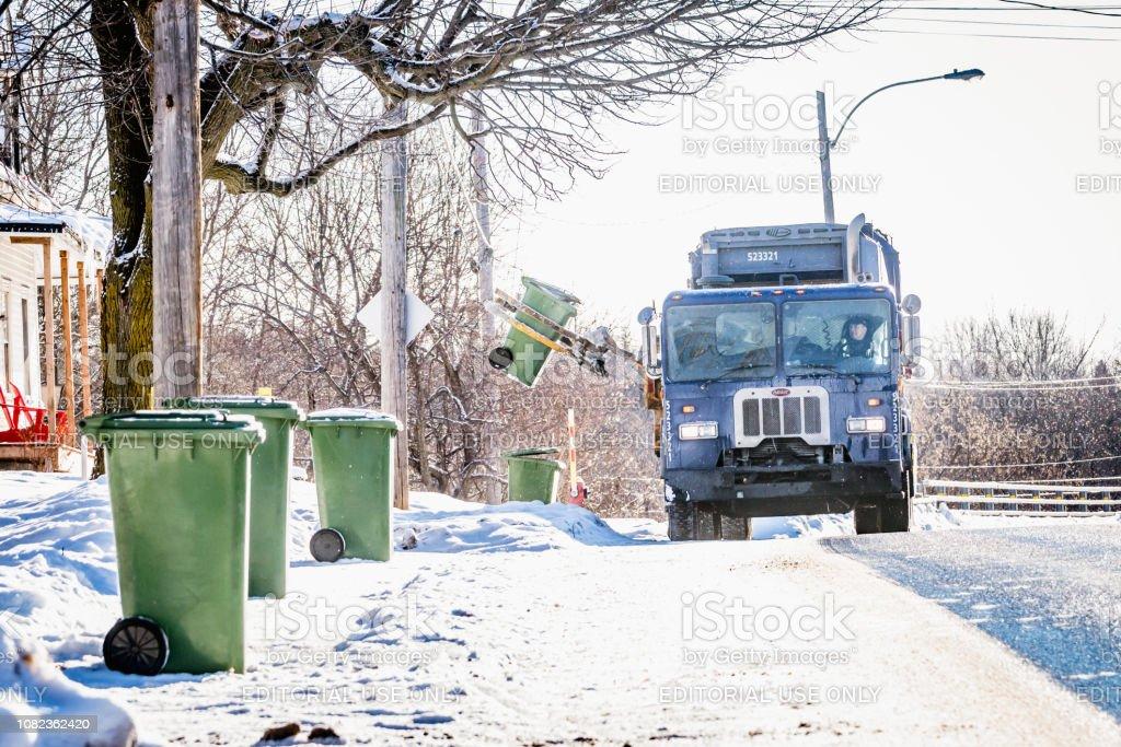 Le jour de l'opération garbage collection, Québec, Saint-Hugues - Photo