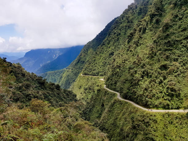 the death road in bolivia used for bikers downhill - nord foto e immagini stock