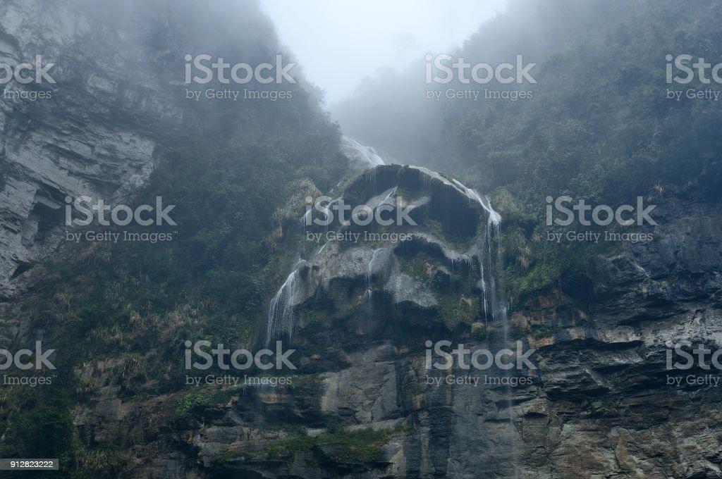 Die Dehang-Schlucht (deut Hangd) in Chinas Hunan – Foto