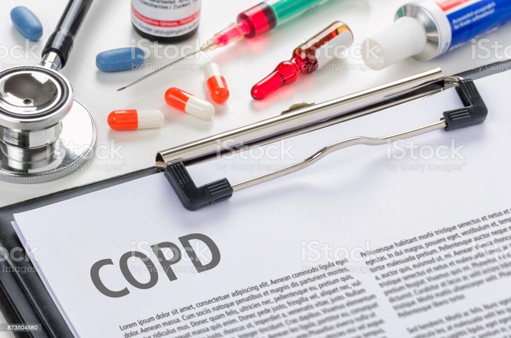 Die Diagnose COPD geschrieben auf einem Klemmbrett – Foto
