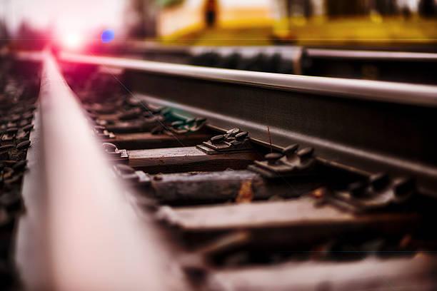 la direction - transport ferroviaire photos et images de collection