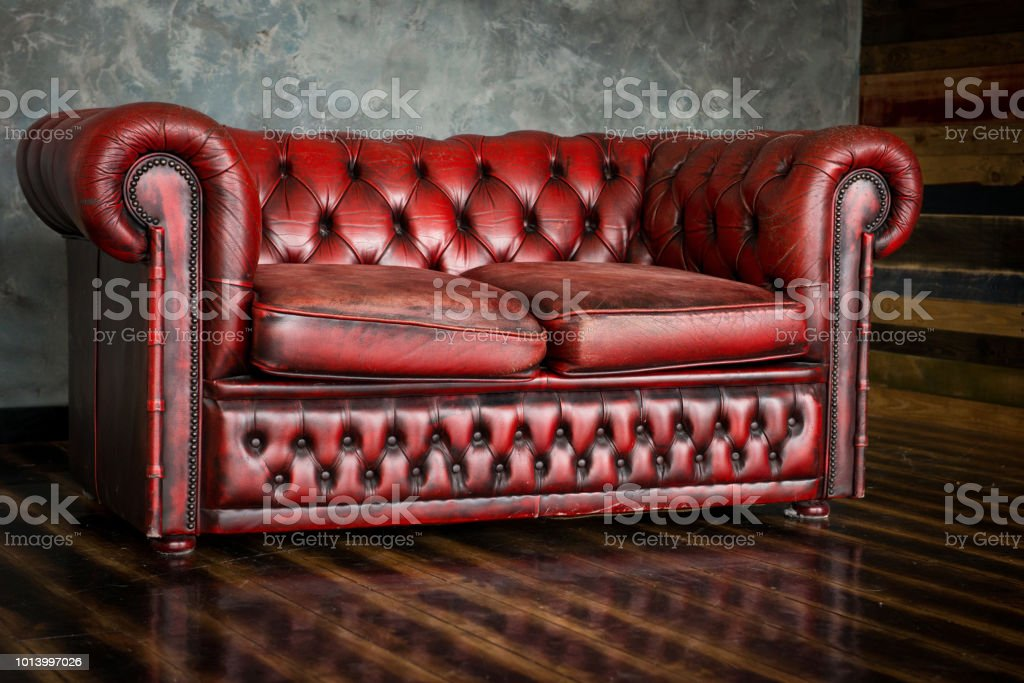 The divan is an honor of burgundy color in the interior стоковое фото