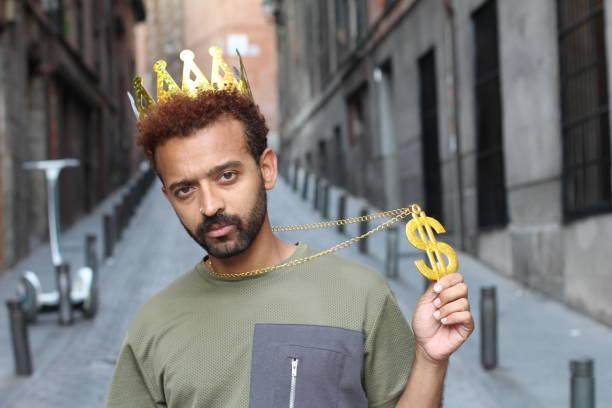 der dollar-könig zeigt hallo erfolge - promi schmuck stock-fotos und bilder