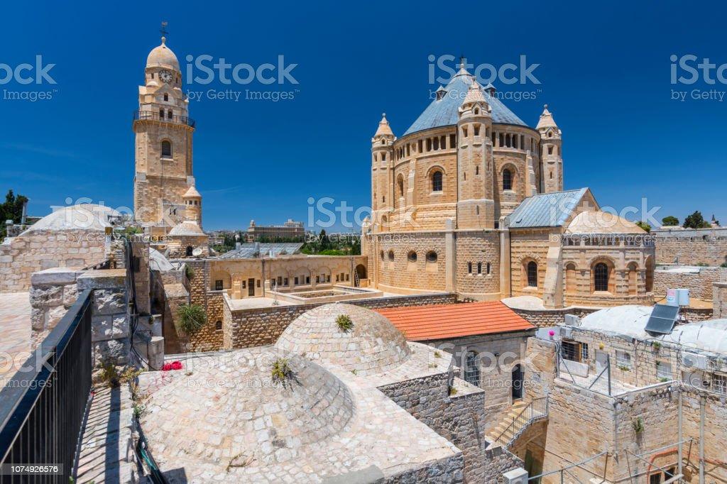 La iglesia de Dormition Abbey en el Monte Sión en Jerusalén, Israel, Medio Oriente. - foto de stock