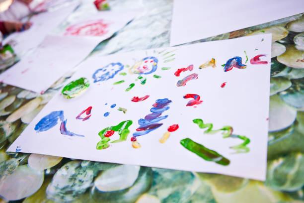 die drawing - kindergarten workshop stock-fotos und bilder