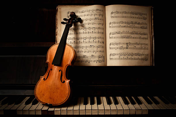 das duo - piano noten stock-fotos und bilder