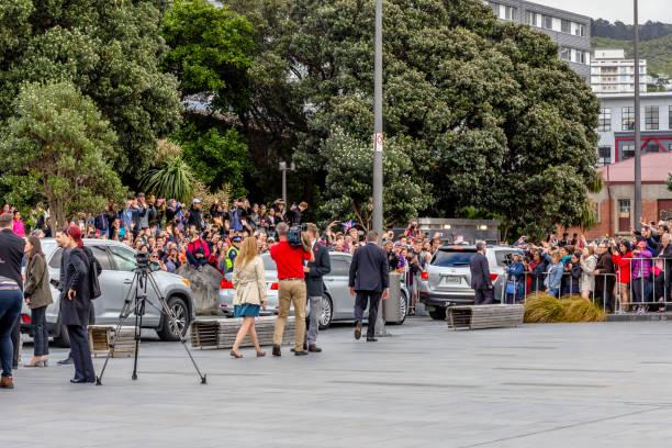the duke and duchess of sussex departing the wellington war memorial in new zealand. - meghan markle zdjęcia i obrazy z banku zdjęć