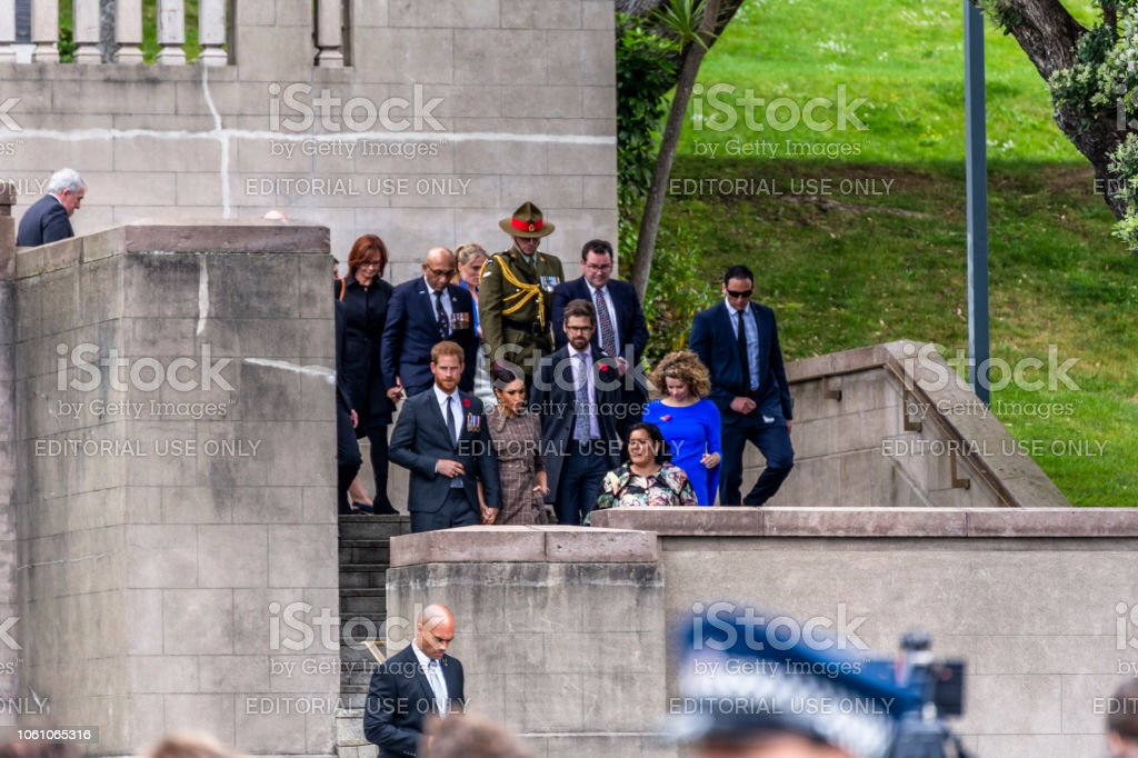 The Duke and Duchess of Sussex exit the Wellington War Memorial in New Zealand. - Стоковые фото Meghan - Duchess of Sussex роялти-фри