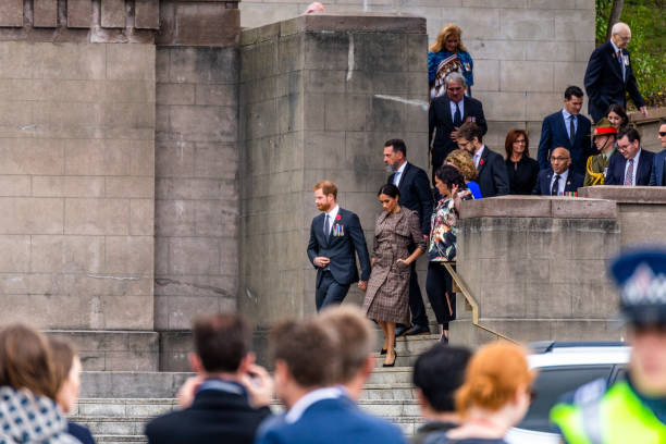 the duke and duchess of sussex exit the wellington war memorial in new zealand. - duchessa foto e immagini stock