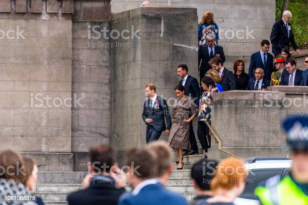 The Duke And Duchess Of Sussex Exit The Wellington War Memorial In New Zealand — стоковые фотографии и другие картинки Meghan - Duchess of Sussex