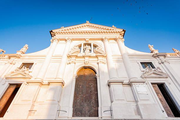 der dom von san daniele del friuli, udine, italien - friaul julisch venetien stock-fotos und bilder