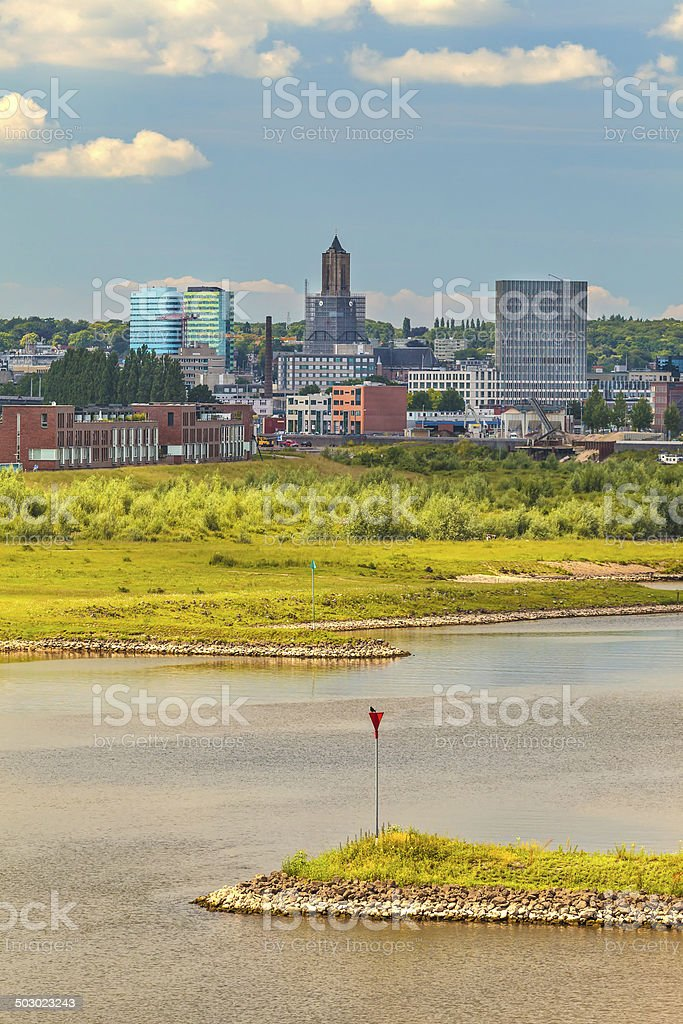 The Dutch city of Arnhem with the Nederrijn in front foto