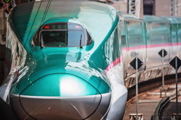 e5 系新幹線 - 新幹線 ストックフォトと画像