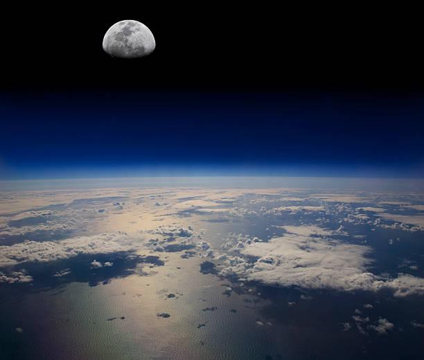 Der Erde und Mond im Weltall – Foto