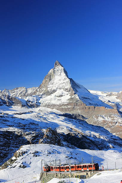The east face of the matterhorn the alps switzerland picture id594022862?b=1&k=6&m=594022862&s=612x612&w=0&h=3 gyhkpqfhkv zw4ckvh7rdi6aiionsjztifkrqfn4s=