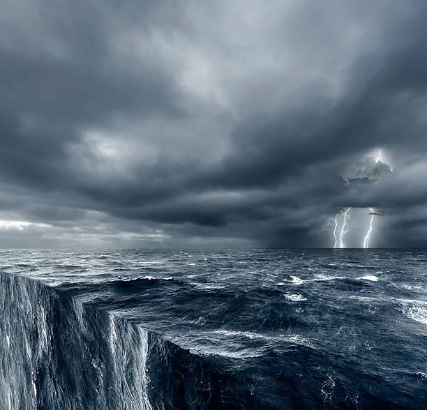 the edge of the world, conceptual - roll tide stock-fotos und bilder