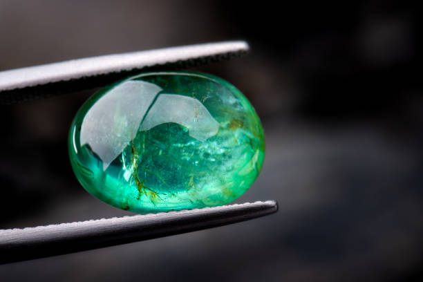 The emerald gemstone jewelry. The emerald gemstone jewelry photo with dark lighting background. gemstone stock pictures, royalty-free photos & images