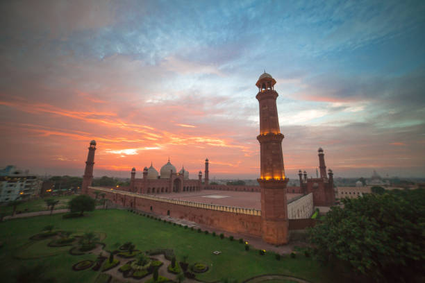 The Emperor's Mosque - Badshahi masjid wide angle full exterior at sunset The Emperor's Mosque - Badshahi masjid wide angle full exterior at sunset lahore pakistan stock pictures, royalty-free photos & images