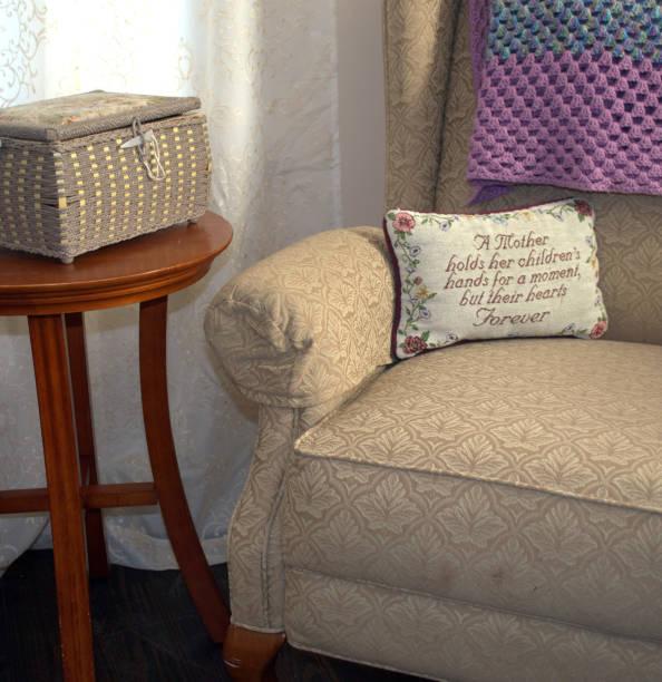Der leere Stuhl A Tribute to Mutter und Großmutter – Foto