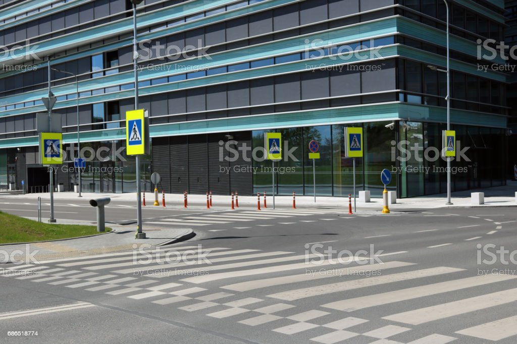 The empty solar spring intersection and crosswalks near the modern glass no name building concept. Urnban May landscape foto stock royalty-free