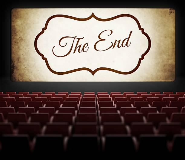 最終スクリーンの映画館の映画で古いレトロ - 終わり ストックフォトと画像