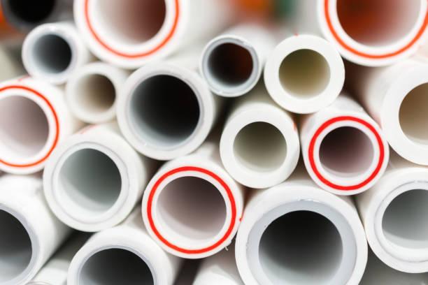 die enden der rohre aus polypropylen und kunststoff - plastikbeutel handwerk stock-fotos und bilder