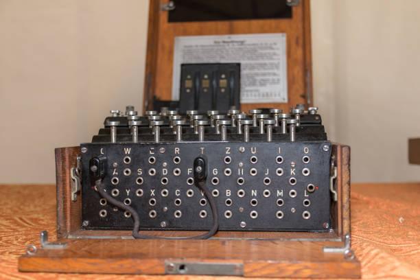 die enigma cipher codierung maschine aus dem zweiten weltkrieg - radio kultur stock-fotos und bilder