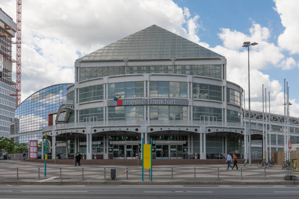 The entrance building of the frankfurt fair germany picture id1261277851?b=1&k=6&m=1261277851&s=612x612&w=0&h=kkijdkb7toukvk6m7jaaotkokdl2oryscurldpbldpq=