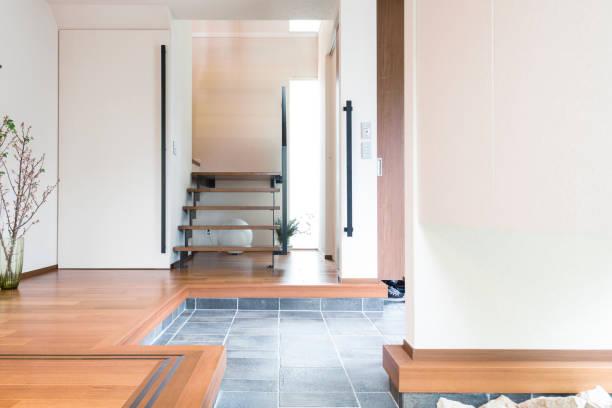 日本の家の玄関ホール - 玄関 ストックフォトと画像