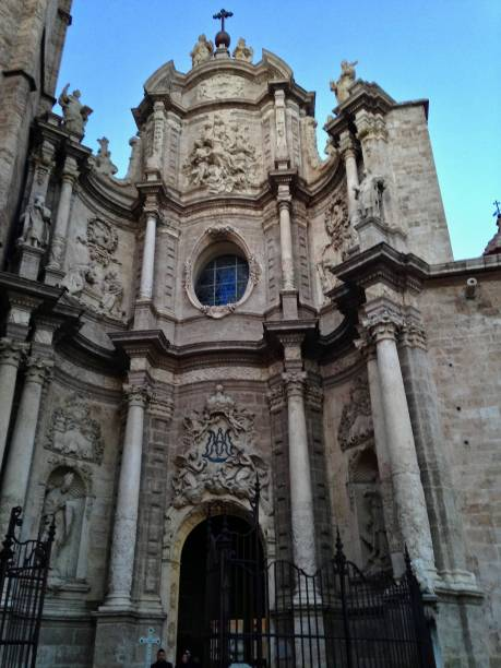 the entrance to valencia cathedral - mcdermp stock pictures, royalty-free photos & images