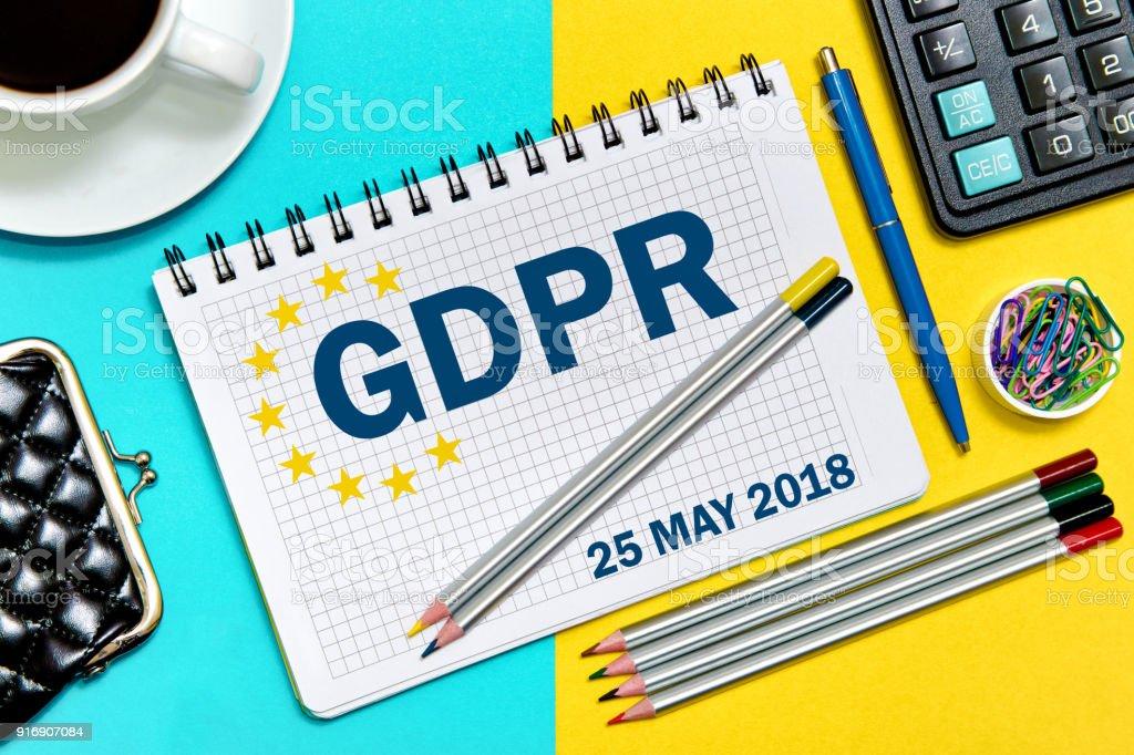PIBR a entrada no caderno. Conceito de regulamento de proteção de dados geral 25 de maio de 2018. Metáfora do PIBR. - foto de acervo