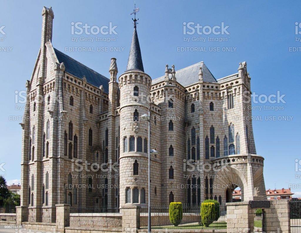 El Palacio Episcopal de Astorga, un edificio por el arquitecto español Antoni Gaudí - foto de stock