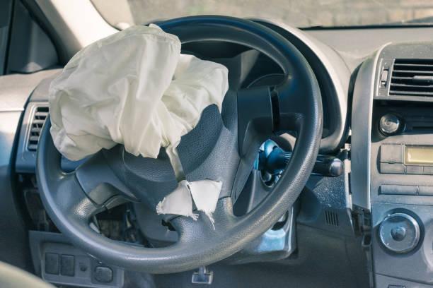 Die aufgelöste Airbag am Lenkrad – Foto