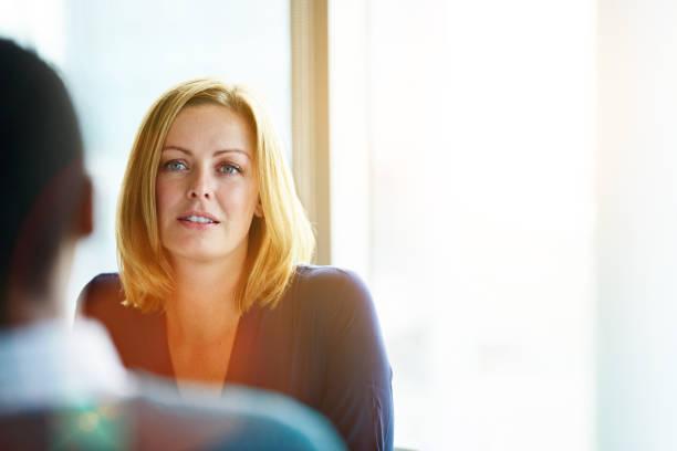 the face of intrigue - ascoltare foto e immagini stock
