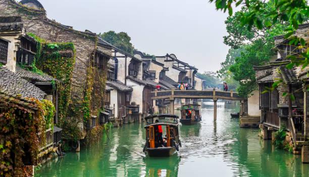 la célèbre ville de chine ancienne ~ wuzhen - shanghaï photos et images de collection
