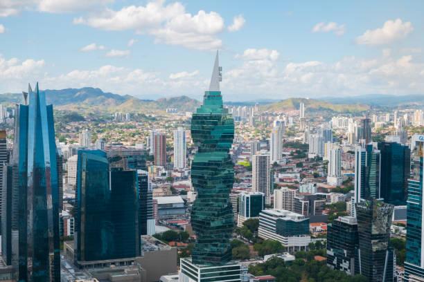 Die berühmten F & F Tower, Bürogebäude und Skyline von Panama City, Panama – Foto