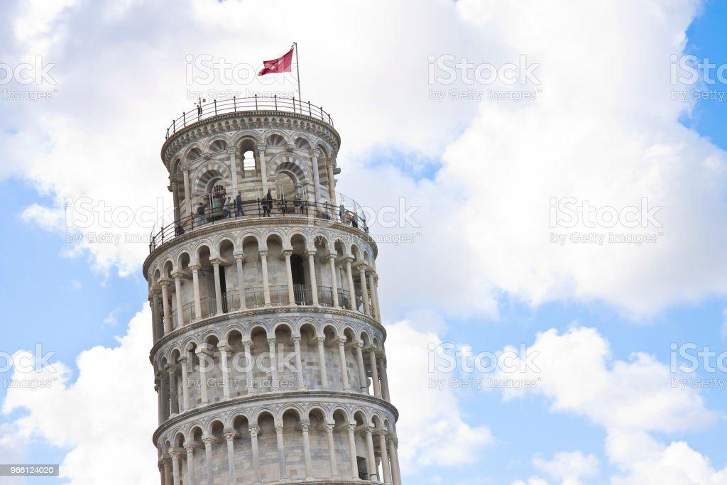 Der berühmte Schiefe Turm fotografiert aus einer ungewöhnlichen Sicht (Italien - Toskana - Pisa) - Bild mit textfreiraum - Lizenzfrei Alt Stock-Foto
