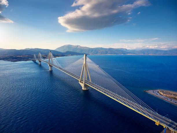 Die berühmte Rion-Antirrio-Brücke in Griechenland – Foto